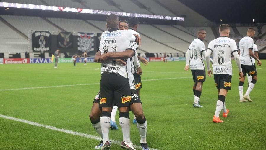 Jogadores do Corinthians comemoram primeiro gol contra o Ituano, pelo Paulistão - Rodrigo Coca / Agência Corinthians