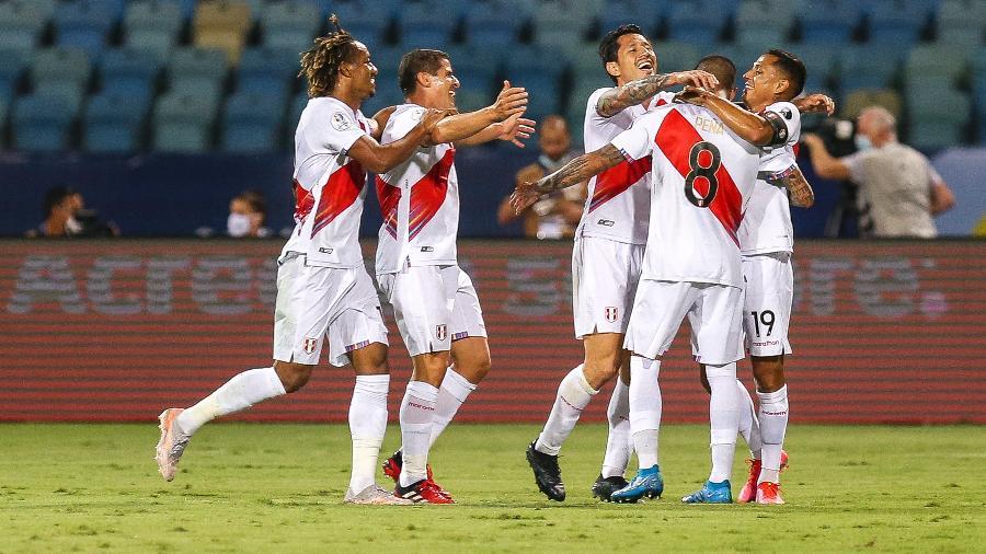 Jogadores do Peru comemoram gol sobre a Colômbia pela Copa América - Heber Gomes/AGIF