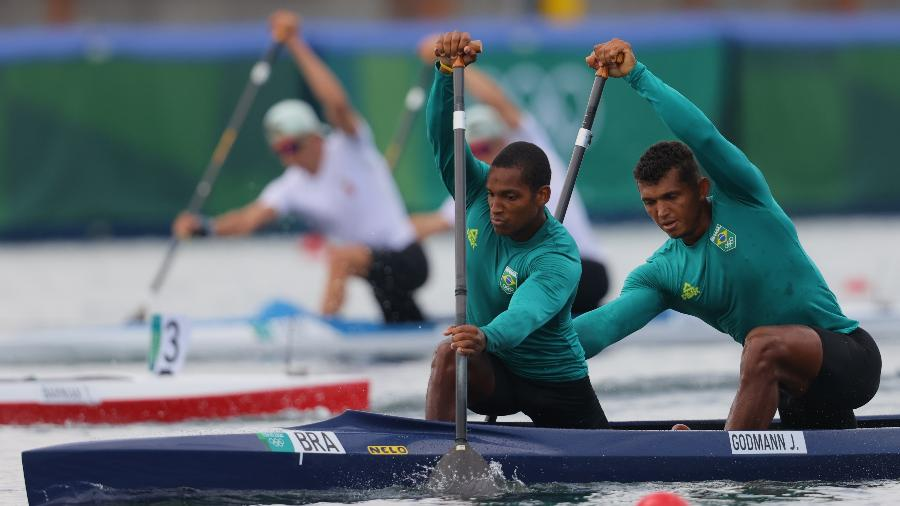Isaquias Queiroz e Jacky Godmann choraram após ficarem fora do pódio na canoagem - REUTERS/Maxim Shemetov