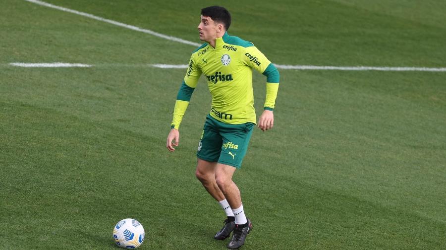 Joaquín Piquerez, novo reforço do Palmeiras, em treino na Academia de Futebol - Cesar Greco