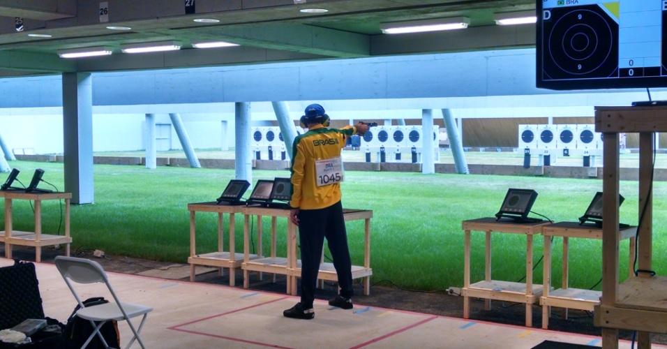 Emerson Duarte conquistou a medalha de prata na final da pistola tiro rápido 25m