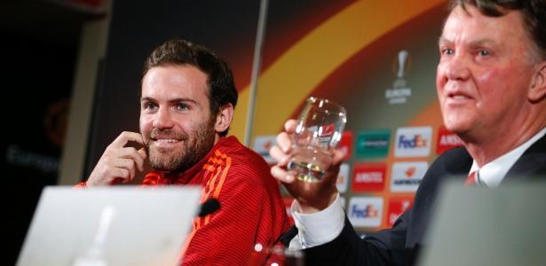 Declaração de treinador arrancou risos de jornalistas e até de Juan Mata em coletiva