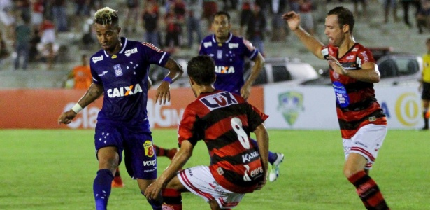 Com a expulsão de Léo, Rafael Silva precisou ser sacrificado no início do 2º tempo - Leonardo Silva / Light Press / Cruzeiro