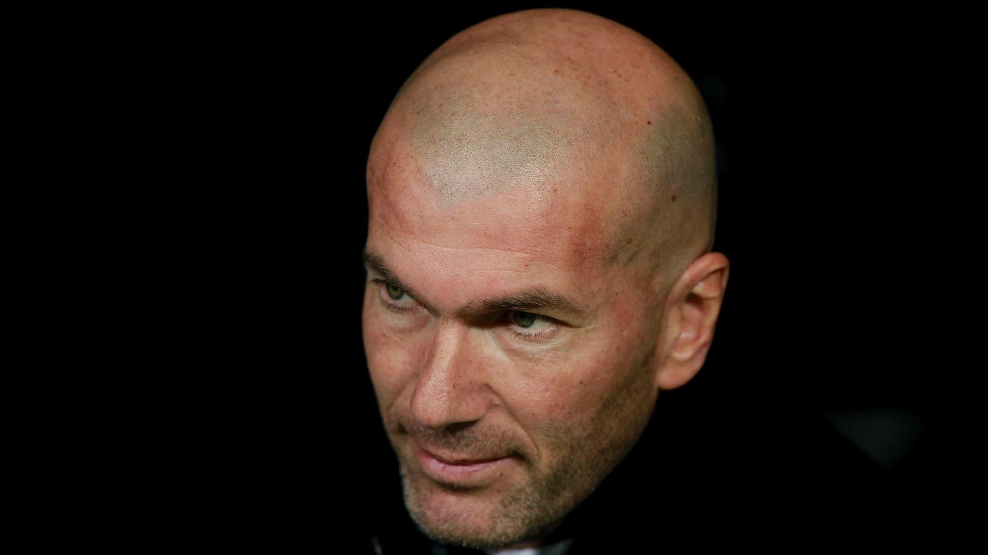 Zidane acompanha partida do Real Madrid