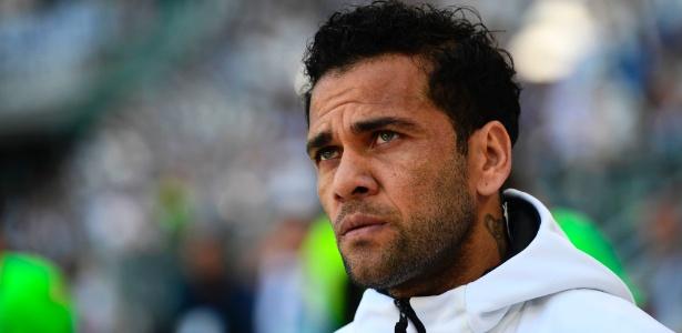 Daniel Alves estaria acertado com o PSG