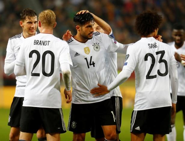 Jogadores da Alemanha comemoram gol de Emre Can contra o Azerbaijão