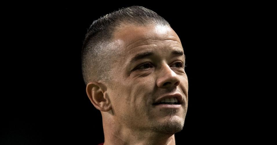 O jogador D'Alessandro, do Internacional, em jogo contra o Atlético-MG