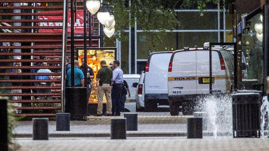 Polícia chega a local de ataque a tiros durante torneio de videogame, em Jacksonville - Mark Wallheiser/Getty Images/AFP