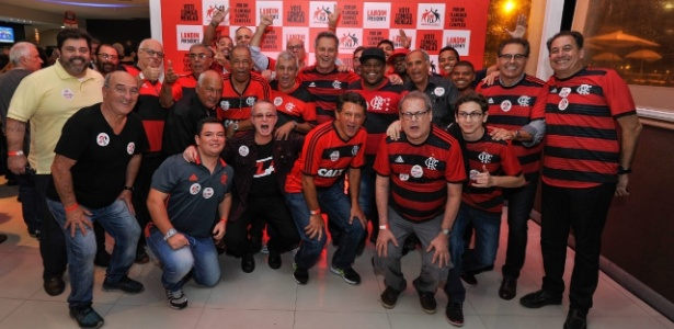 Rodolfo Landim (centro) durante lançamento da sua candidatura no Flamengo