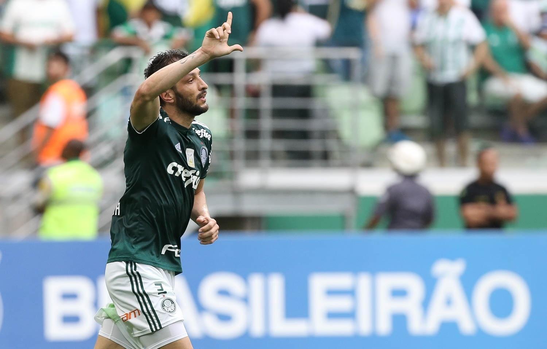 Jogadores do Palmeiras comemoram gol de Edu Dracena diante do Vitória pelo Campeonato Brasileiro 2018