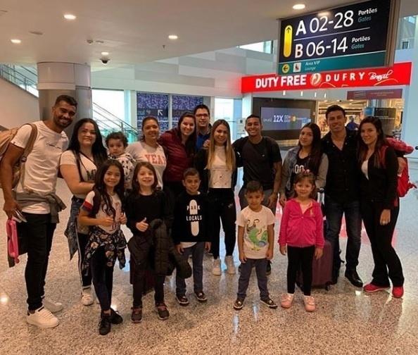 Dudu e Thiago Santos, campeões com o Palmeiras, planejaram parte das férias juntos e embarcaram para Orlando