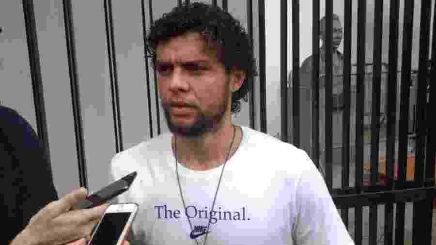 Victor Ferraz compareceu ao velório de Coutinho na Vila Belmiro - UOL