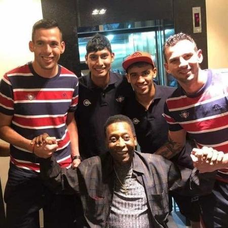 Jogadores do Jorge Wilstermann-BOL encontraram o Rei Pelé em hotel de Curitiba - Reprodução/Instagram