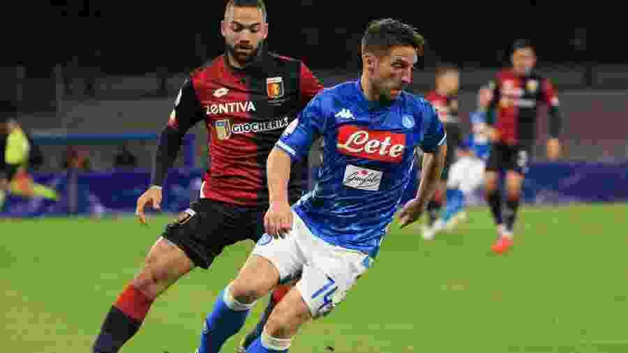 Dries Mertens em ação na partida entre Napoli e Genoa - CARLO HERMANN/AFP