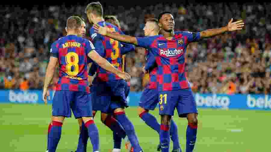 Ansu Fati comemora após marcar pelo Barcelona contra o Valencia - Pau Barrena/AFP