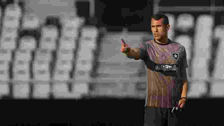 Bruno Lazaroni faz parte da comissão técnica permanente do Botafogo e será interino após demissão de Barroca - Vítor Silva/Botafogo