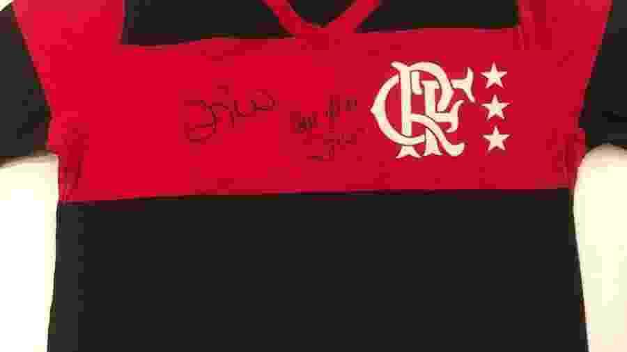 Camisa do Flamengo de 1981 autografada por Zico - Divulgação