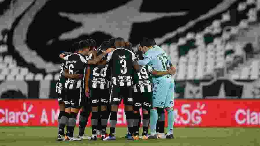 Time do Botafogo reunido antes do duelo contra o Cuiabá, pela Copa do Brasil - Vitor Silva/Botafogo