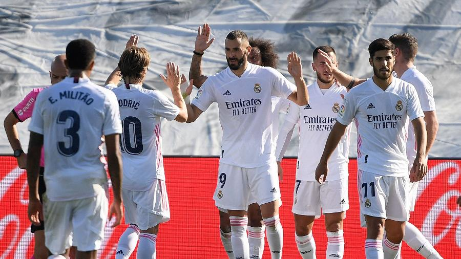 Karim Benzema comemora após marcar para o Real Madrid contra o Huesca pelo Campeonato Espanhol - Oscar Del Pozo/AFP