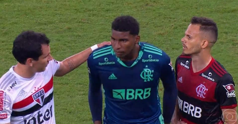 Pablo consola Hugo após falha que deu a vitória ao São Paulo
