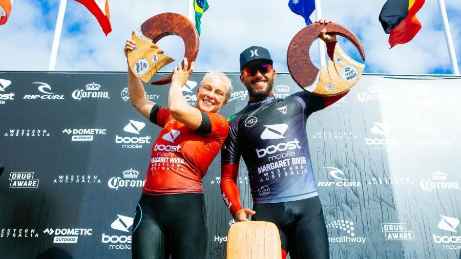 Filipe Toledo e Tatiana Weston-Webb comemoram vitória na etapa da Austrália - Cait Miers/World Surf League via Getty Images