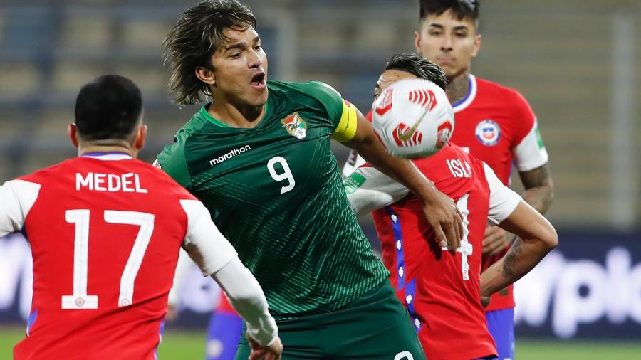 Marcelo Moreno durante o empate entre Chile e Bolívia, pelas Eliminatórias para a Copa de 2022 - Getty Images