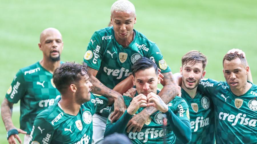 Jogadores do Palmeiras comemoram o gol do zagueiro Gustavo Gómez contra o Santos, no Allianz Parque, pelo Brasileirão - Marcello Zambrana/Marcello Zambrana/AGIF