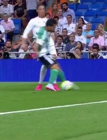 Petros e Cristiano Ronaldo se estranham em confronto pelo Campeonato Espanhol