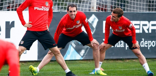 Diego Godin treinou com hematoma no olho