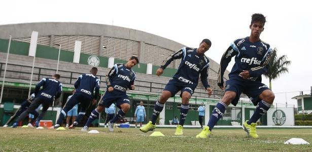 Vitinho passou a treinar no time profissional no fim de abril