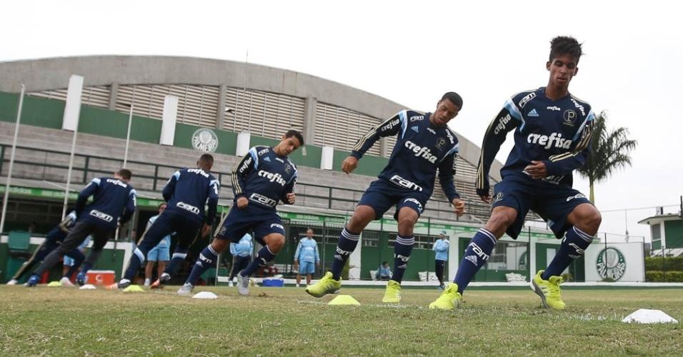 Vitinho e Augusto treinam com os profissionais do Palmeiras