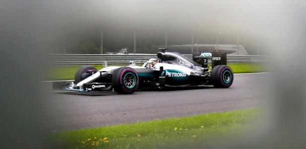 Hamilton chegou a ter um tempo deletado por sair da pista em Silverstone - Dominic Ebenbichler/Reuters
