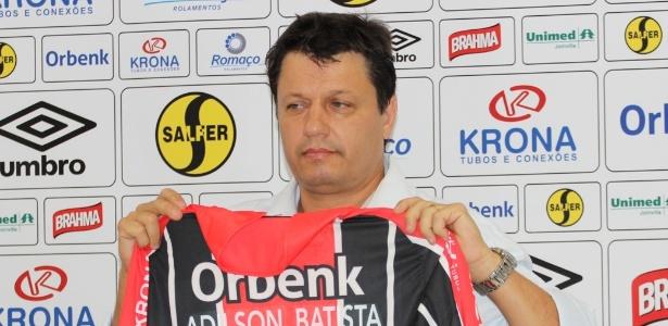 Adilson Batista está sem clube desde 2015, quando foi demitido do Joinville