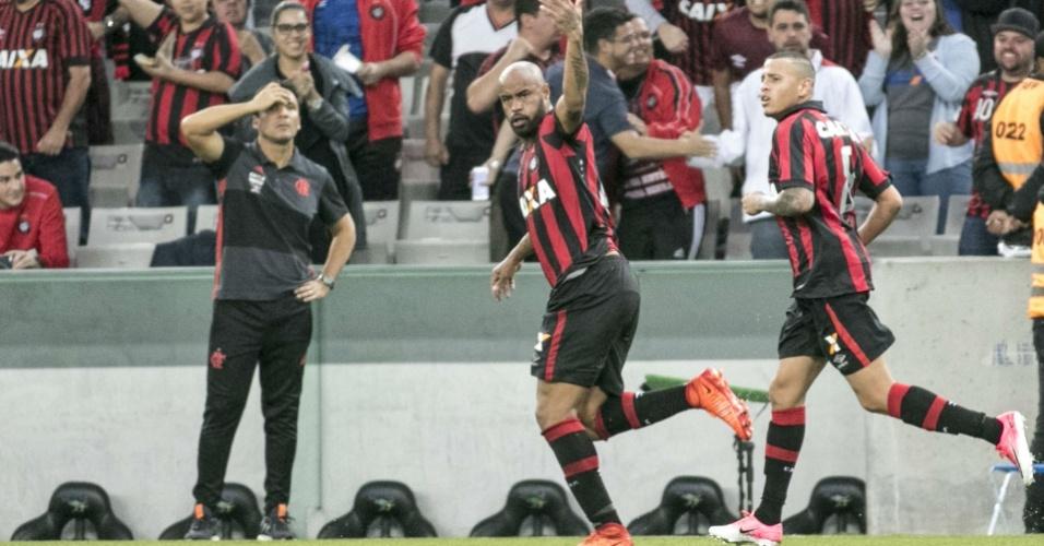 Thiago Heleno empatou para o Atlético-PR contra o Flamengo