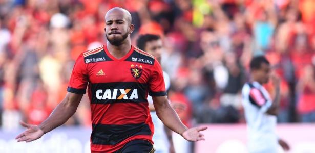 O volante Patrick comemora gol pelo Sport no Brasileirão