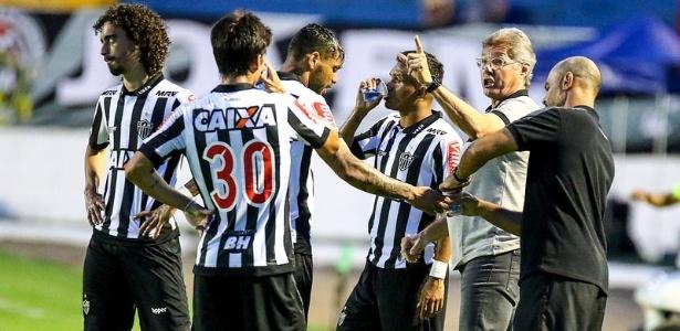 Oswaldo pode mudar planejamento inicial por causa dos tropeços no Mineiro