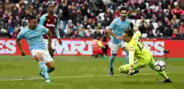 Gabriel Jesus marca contra o West Ham - Reuters/John Sibley
