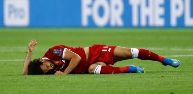 Salah se machucou em lance envolvendo o zagueiro Sergio Ramos