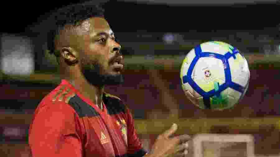 Michel Bastos com a camisa do Sport - Anderson Freire/AGIF