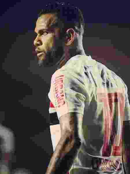 Daniel Alves mostra foto com camisa do São Paulo  - Reprodução/Instagram