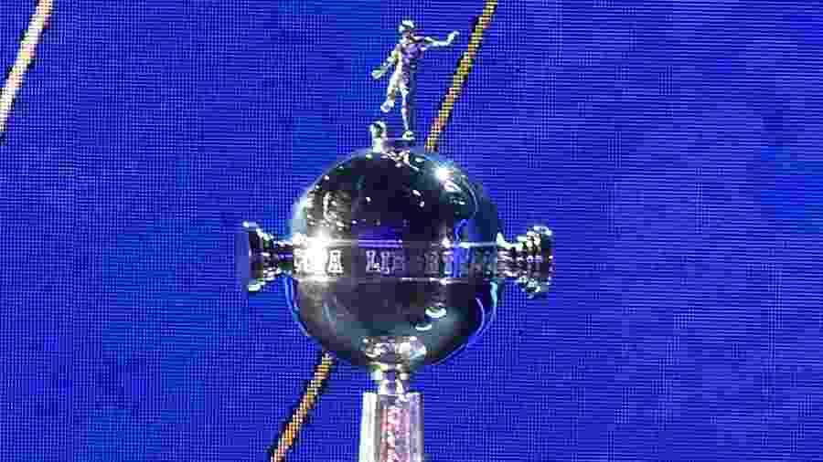 Taça da Libertadores durante sorteio da Conmebol no Paraguai - Norberto DUARTE / AFP