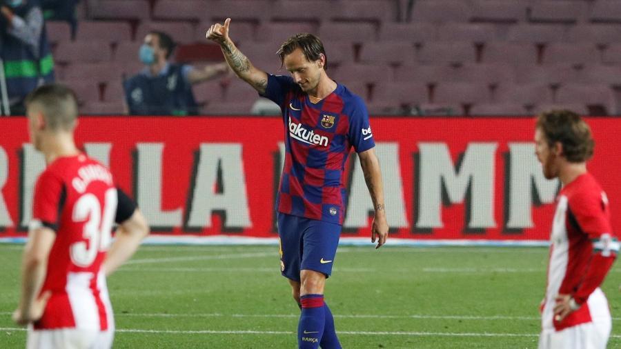 Ivan Rakitic  comemora seu gol para o Barcelona em partida contra o Athletic Bilbao - REUTERS/Albert Gea