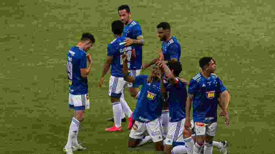 Cacá, do Cruzeiro, comemora seu gol na partida de estreia da Série B, contra o Botafogo-SP - Alessandra Torres/AGIF