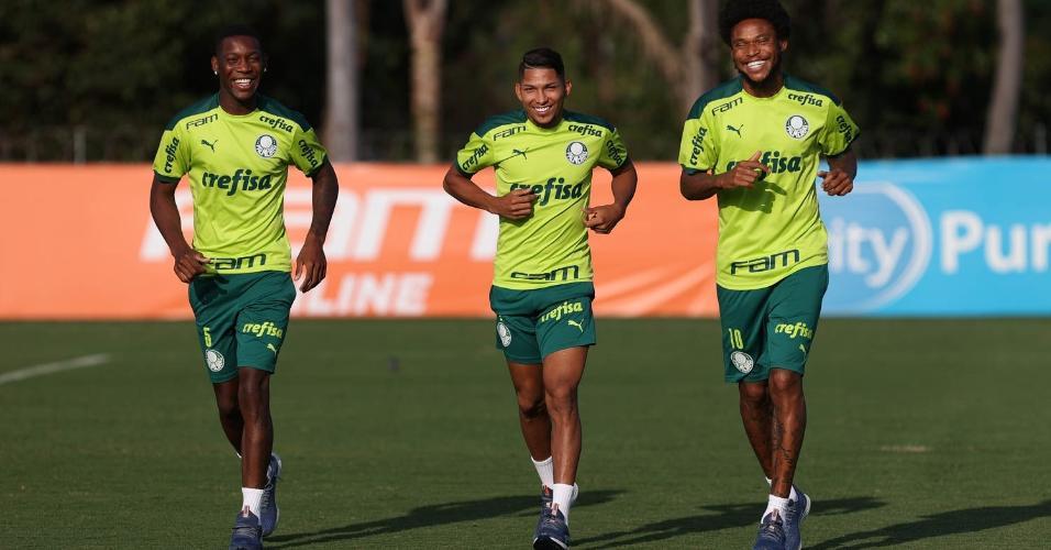 Patrick de Paula, Rony e Luiz Adriano no treino do Palmeiras após goleada na Libertadores