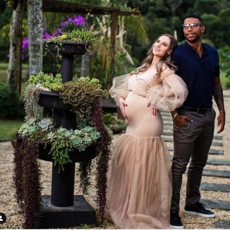 O velocista Rodrigo do Nascimento e sua mulher - Reprodução/Instagram