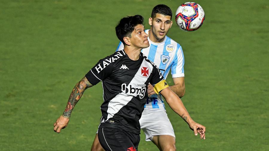 Germán Cano disputa lance em Vasco x Londrina pela Série B - Thiago Ribeiro/AGIF