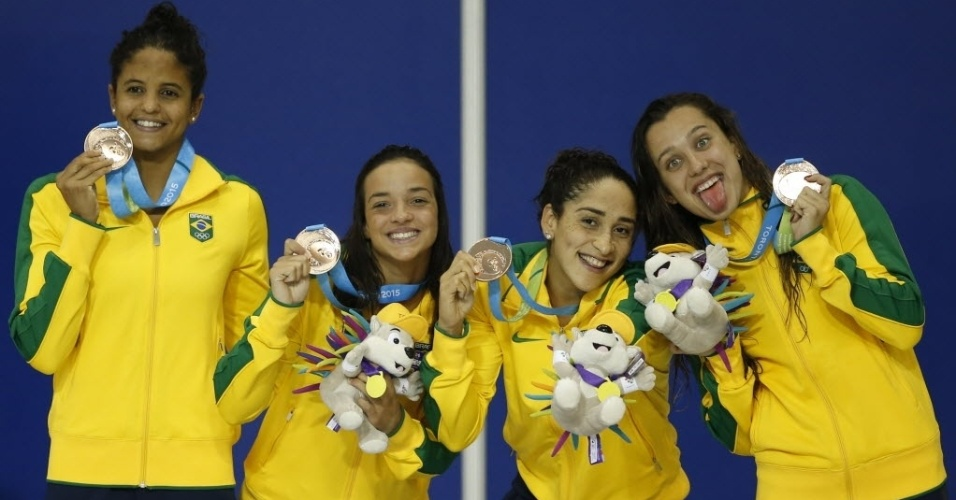 Etiene Medeiros, Jhennifer Conceicao, Daynara De Paula e Larissa Martins com medalha de bronze do revezamento 4x100m medley