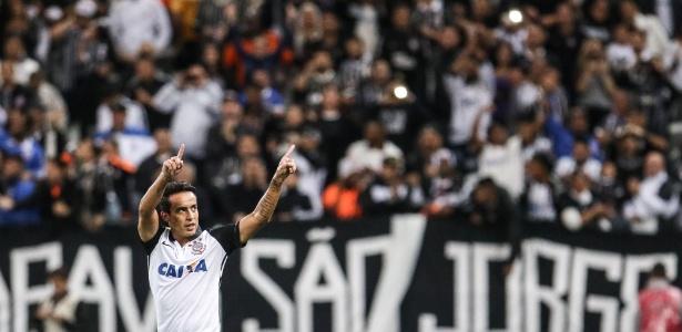 Jadson rescinde contrato com time chinês e prioriza volta ao Corinthians