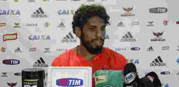 """O zagueiro Wallace disse que não via a hora de chegar ao Grêmio, um """"namoro antigo"""" - Gilvan de Souza/ Flamengo"""