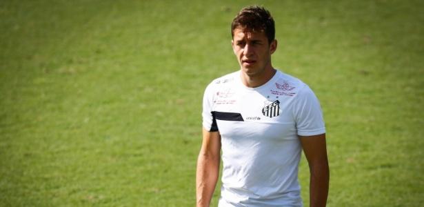 Ronaldo Mendes foi contratado para o time B do Santos, mas já estreou no principal